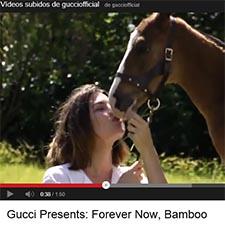 Gucci promociona su bolso Bamboo con Carlota Casiraghi