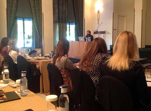 El profesor Pablo Grave durante la masterclass impartida el 1 de octubre a cuyo término se entregó el Informe Influencers 2014.