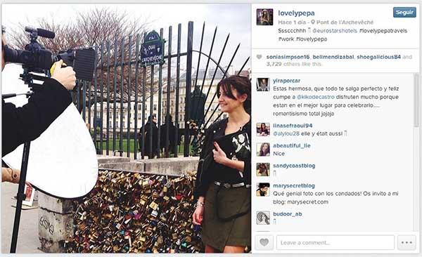 Alexandra de Lovely Pepa rodando para Eurostars Hotels en ParAi??s, tal como la bloggera lo muestra en su perfil de Instagram.